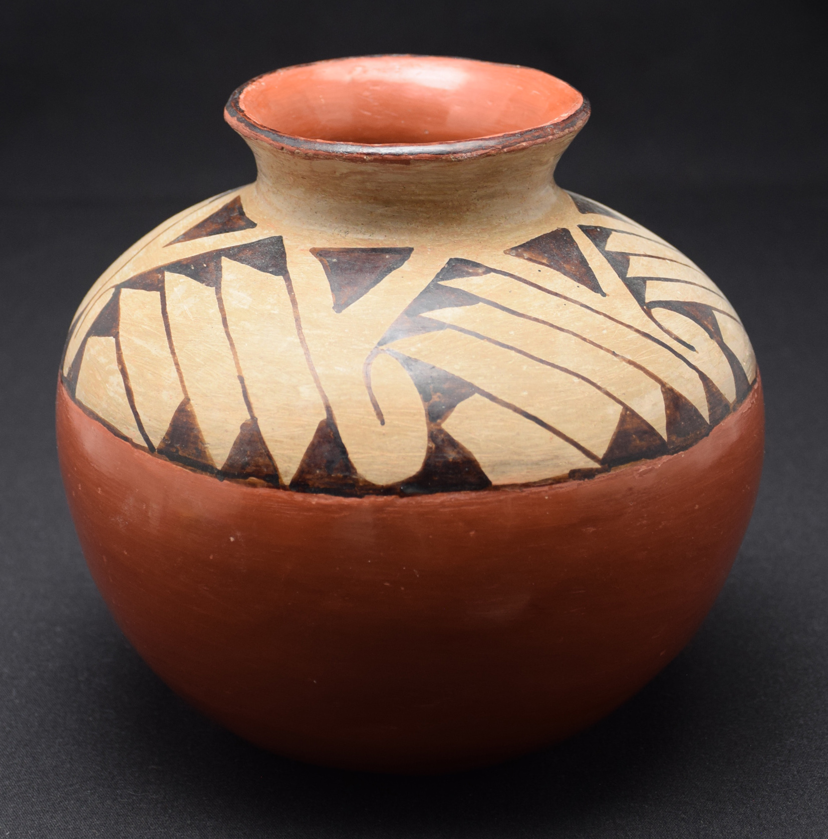 Pee-Posh pottery collection, vase with geometric design