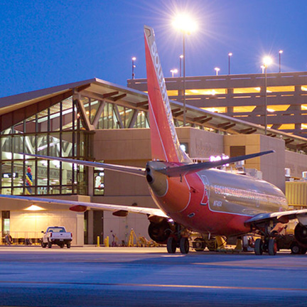 Plane at Terminal 4 at Sky Harbor International Airport