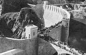 Photo of Roosevelt Dam 1911