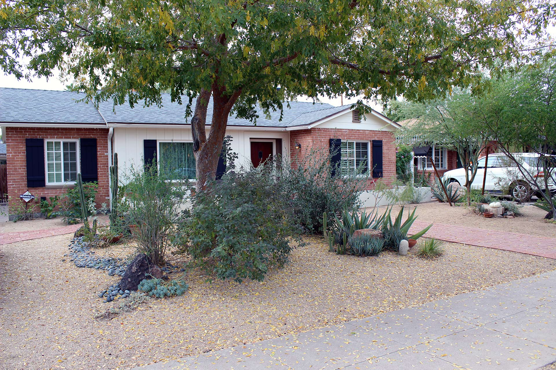 Phoenix home with xeriscaped front yard